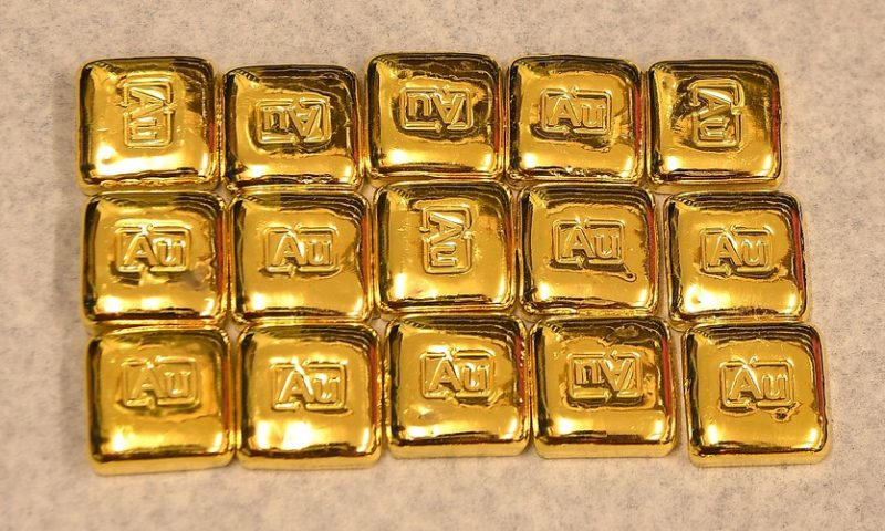 Gold turns lower for week after upbeat U.S. economic data