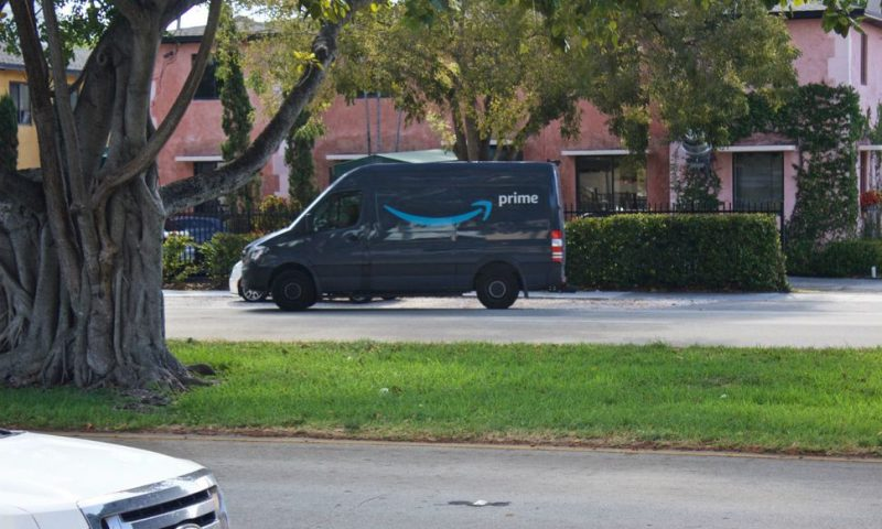 Amazon Will Give Employees $10K to Start Delivery Businesses
