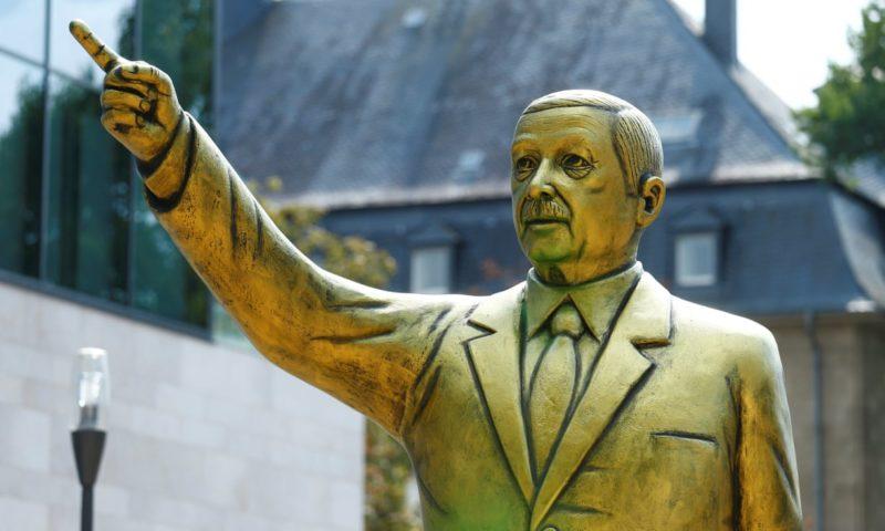 German city removes gold Erdoğan statue after violent clashes