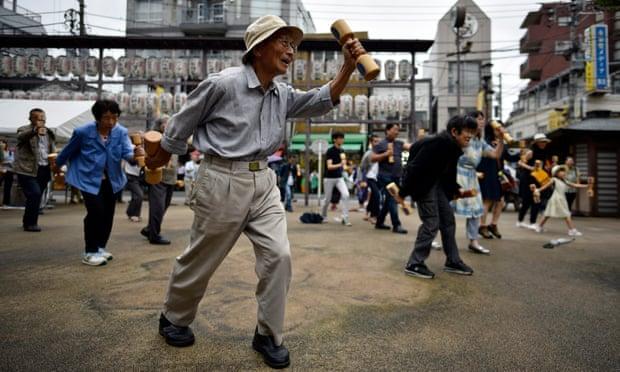 Japanese centenarian population edges towards 70,000