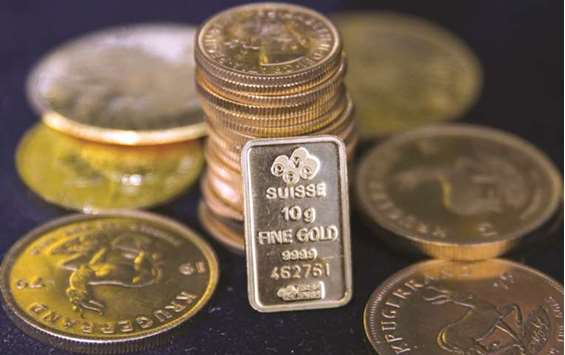 Once-bitten investors stay wary as gold equities get cheap