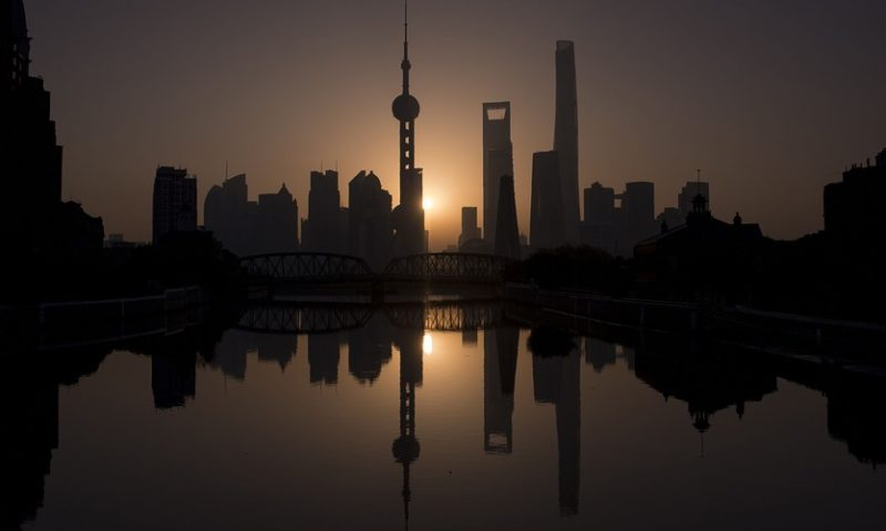 China stocks return from holiday, tumble 3% as PBOC eases reserve requirements