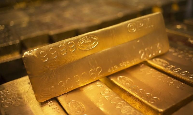 Gold Pauses Climb as Investors Liquidate to Cover Equities, Oil Rout