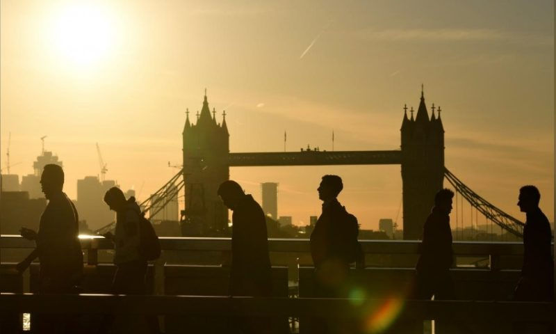 UK employers plan to hold tight on pay despite labour shortages