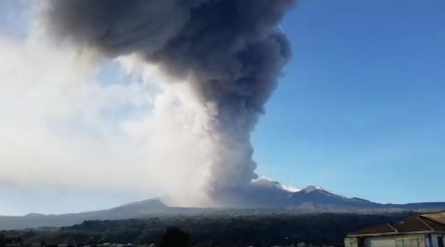 Panic as Mount Etna erupts