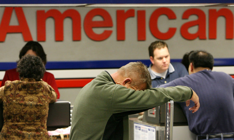 Airline stocks sink after American's outlook disappoints, analyst lowers targets