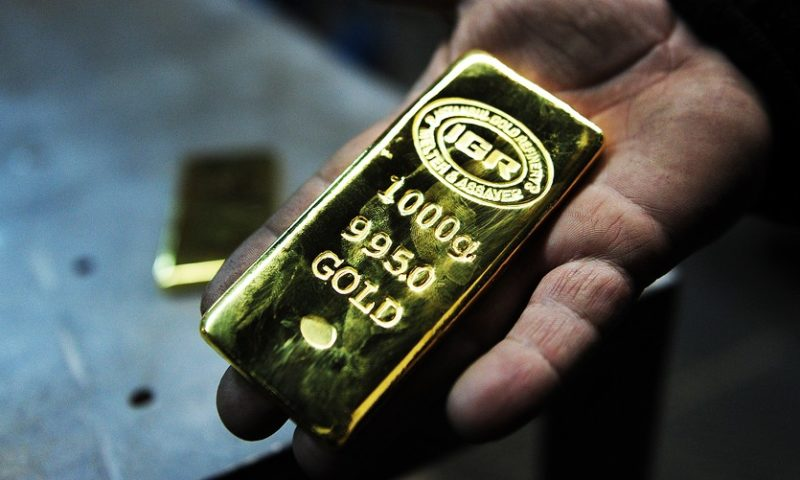 Gold posts back-to-back gains as stock market declines