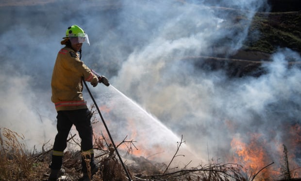 New Zealand wildfires will burn for weeks, experts warn