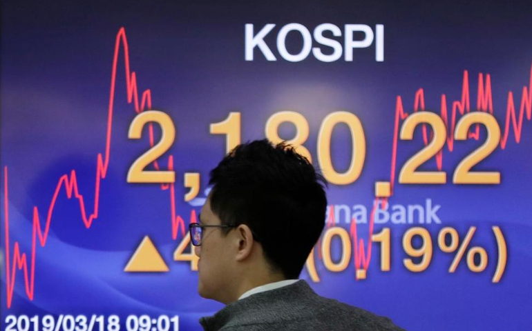 Asian Shares Advance as Investors Watch US-China Trade Talks