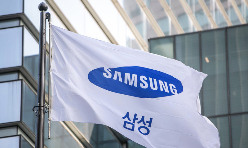 Samsung warns of earnings miss, due partially to weaker chip sales