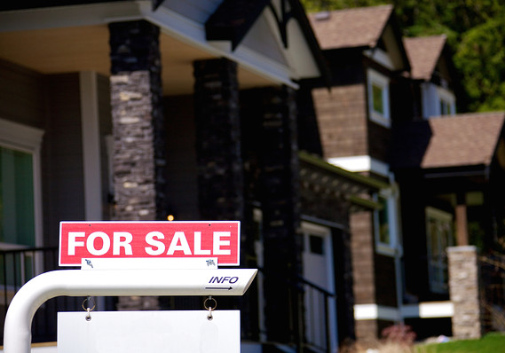 Mortgage rates plunge at the fastest pace in a decade as growth fears resurface