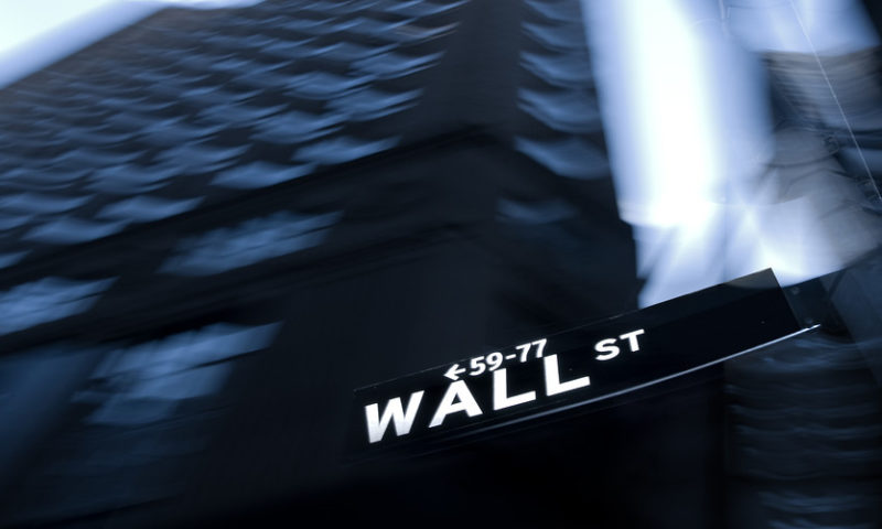 Stocks close mostly lower as growth fears linger