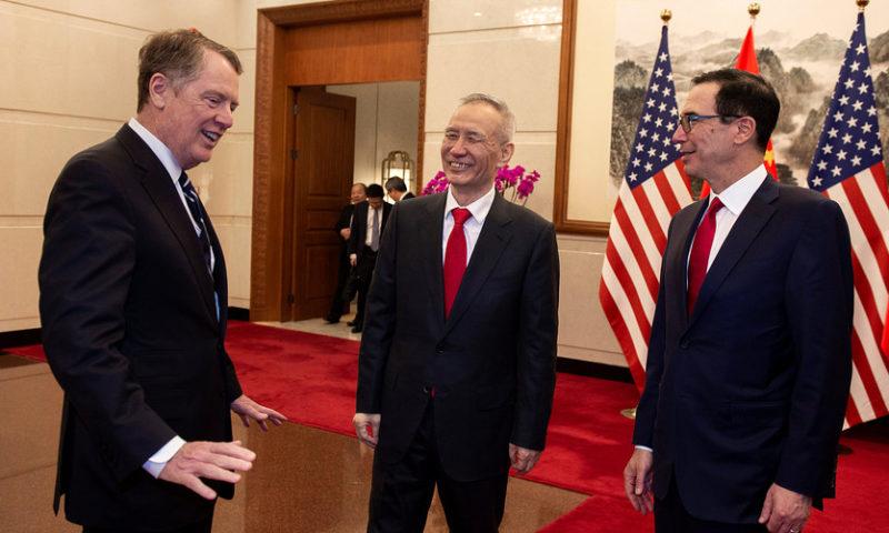 Asian stocks advance as U.S., China resume trade talks