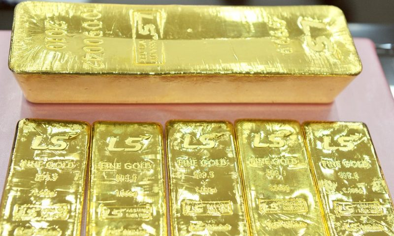 Gold prices end lower, snap multiday rally
