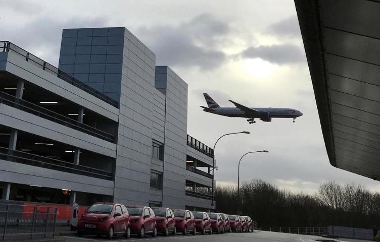 Flights Resume at London's Gatwick Airport
