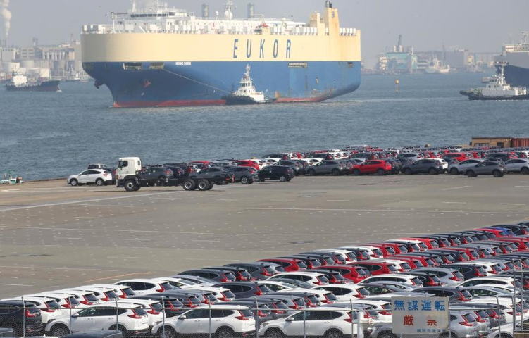 Japan's Exports Fell in July for 8th Straight Month