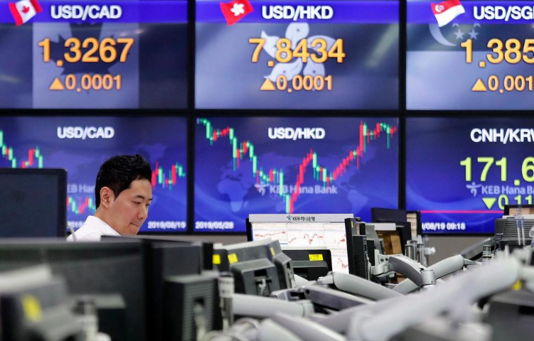 Global Shares Rise as Investors Watch Trade War, Economies