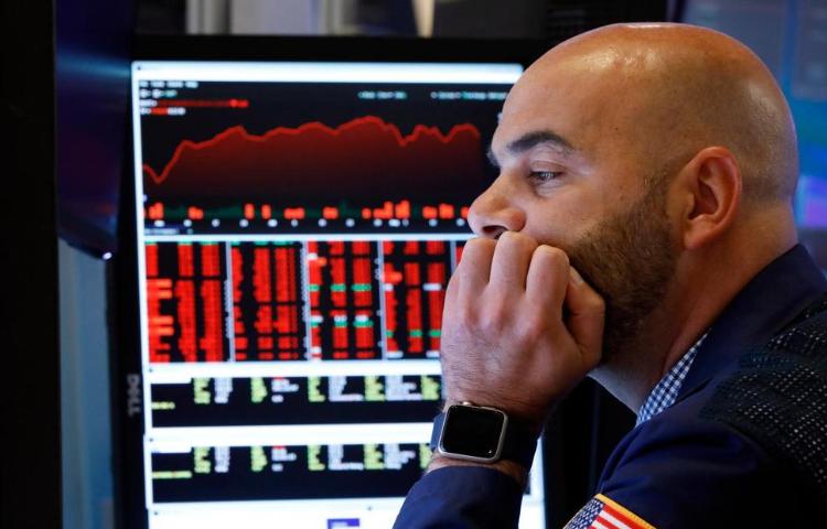 US Stocks Tumble as US-China Trade War Rattles Investors