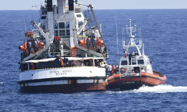 Italian officials order migrant ship evacuated amid health fears