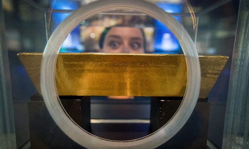 Gold pulls back, suffer a 3-session skid