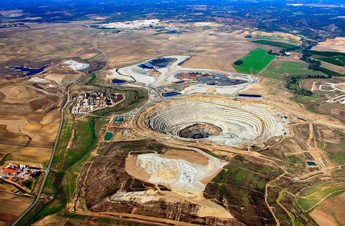 First Quantum Minerals Ltd. (FM:CA) Rises 5.71%