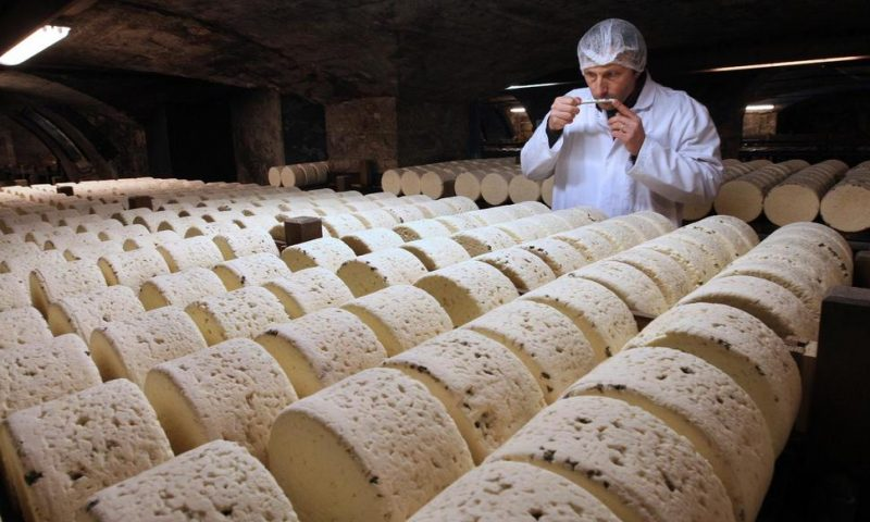 France to Retaliate if US Doubles Champagne, Cheese Prices