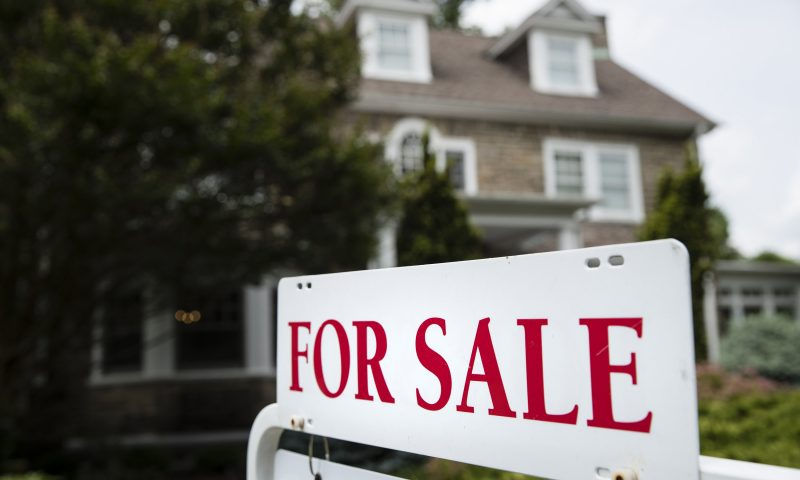 US Home Price Gains Quickened in March as Sales Plunged