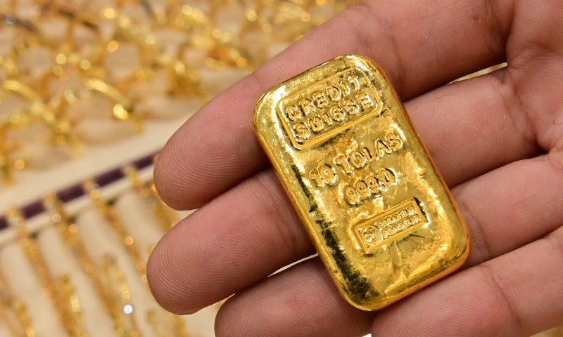 Gold prices suffer first loss in 10 sessions