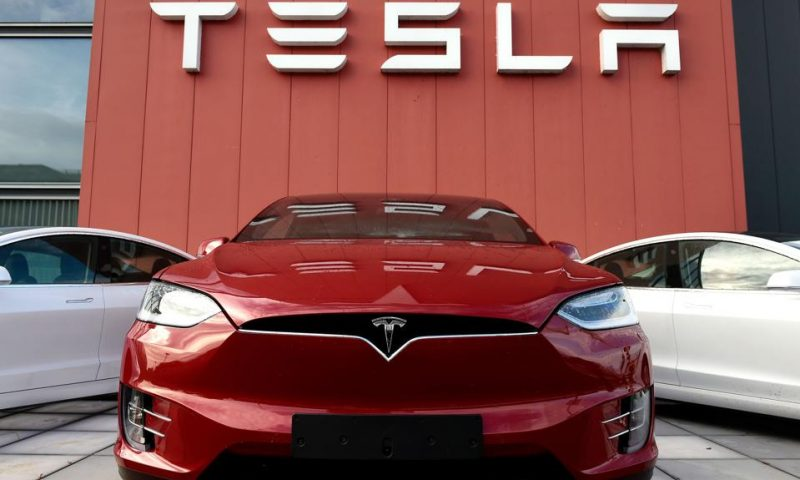 Tesla's stock set to snap 6-day win streak, while Baird analyst boosts target by 25%