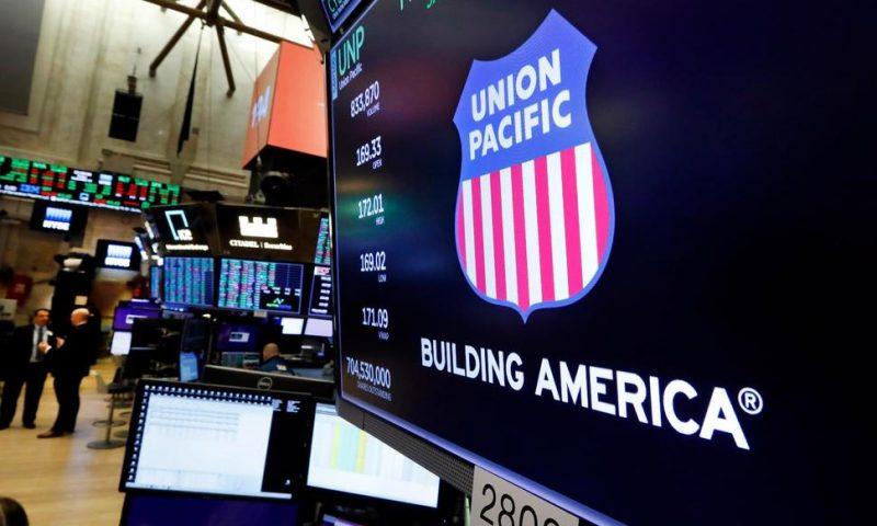 Profit, Revenue Slump at Union Pacific, but Volume Improves