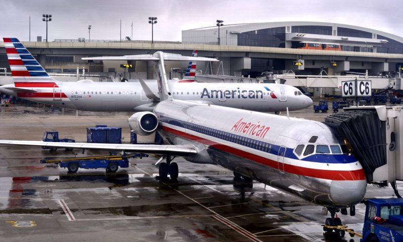 American Airlines stock pulls back after plans for public stock offering