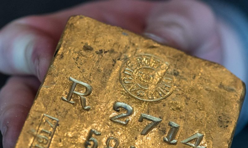 Gold logs biggest weekly rise in 3 months as U.S. dollar slumps