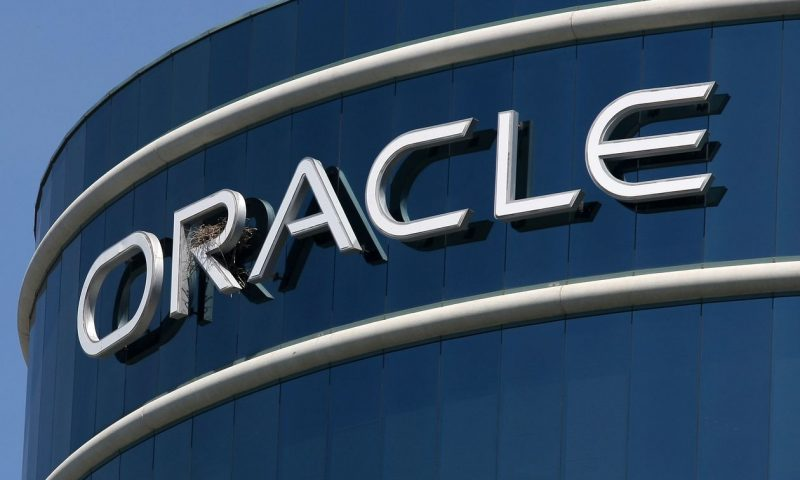 Oracle's stock shakes off decline after upbeat forecast
