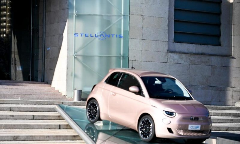 Carmaker Stellantis Shares Jump in Milan, Paris on First Day
