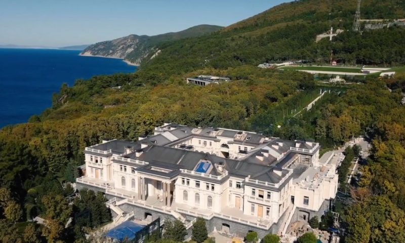 'Putin's palace': Builders' story of luxury, mould and fake walls