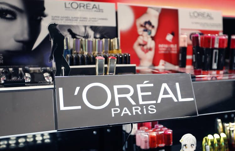 L'Oreal profit falls, but sees recovery signs