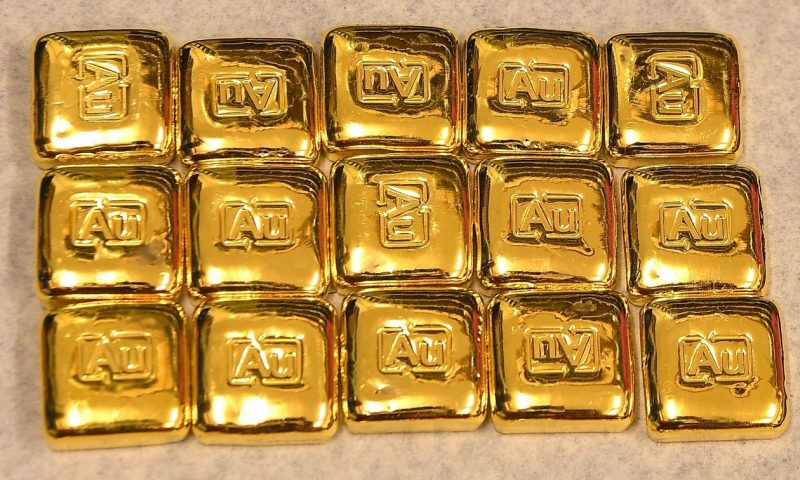 Gold edges higher, on track for weekly gain