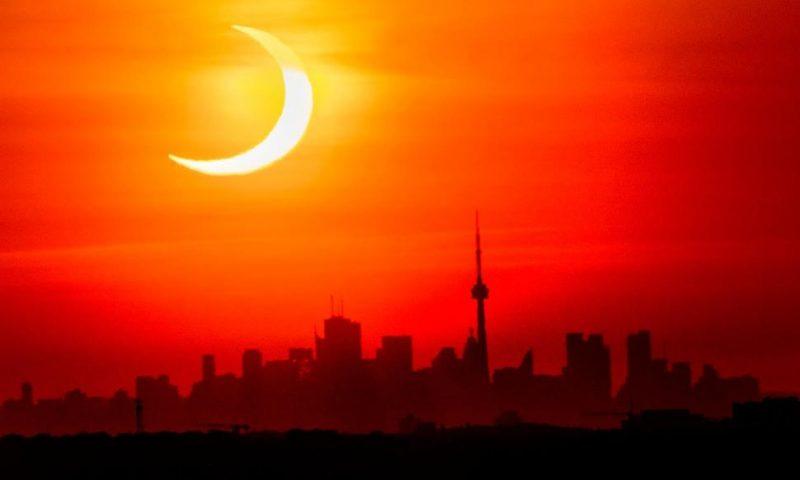 Eclipse Thrills World's Northern Tier